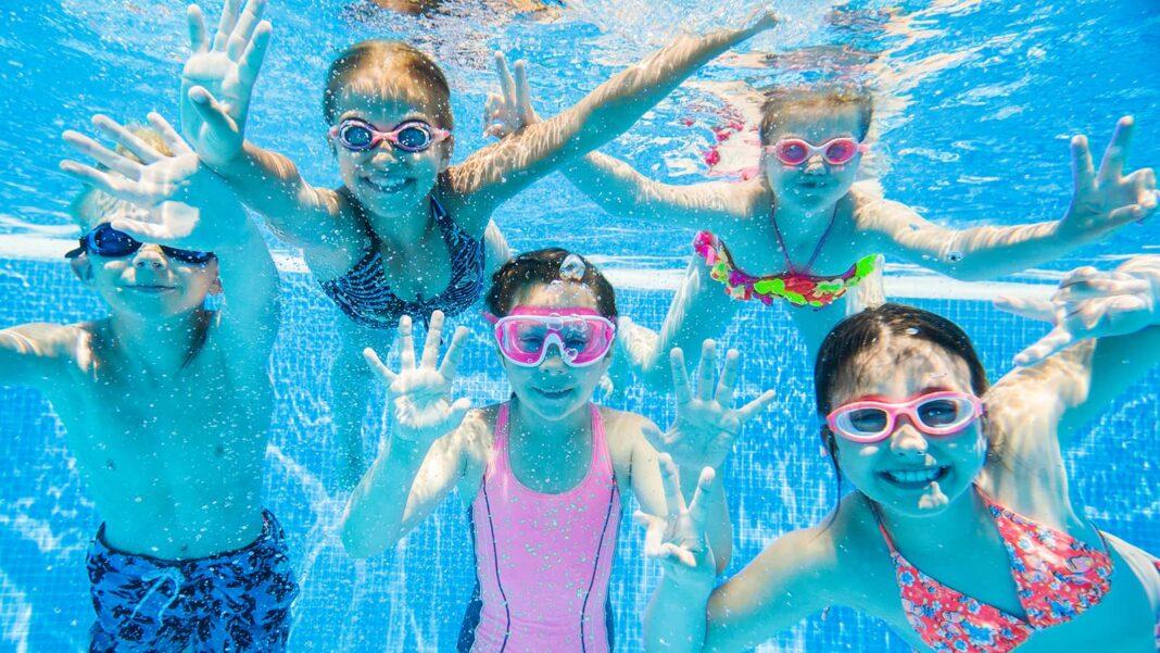 保育園や幼稚園のプール開きはいつ?保育者の役割と6つのポイント